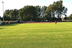Softbalveld-rechtsveld-met-publiek