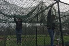 Netten ophangen in slagtunnel